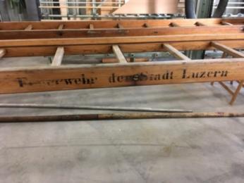 Die Sommerpause wird für den Unterhalt unserer Holzleitern auf den Fahrzeugen verwendet.